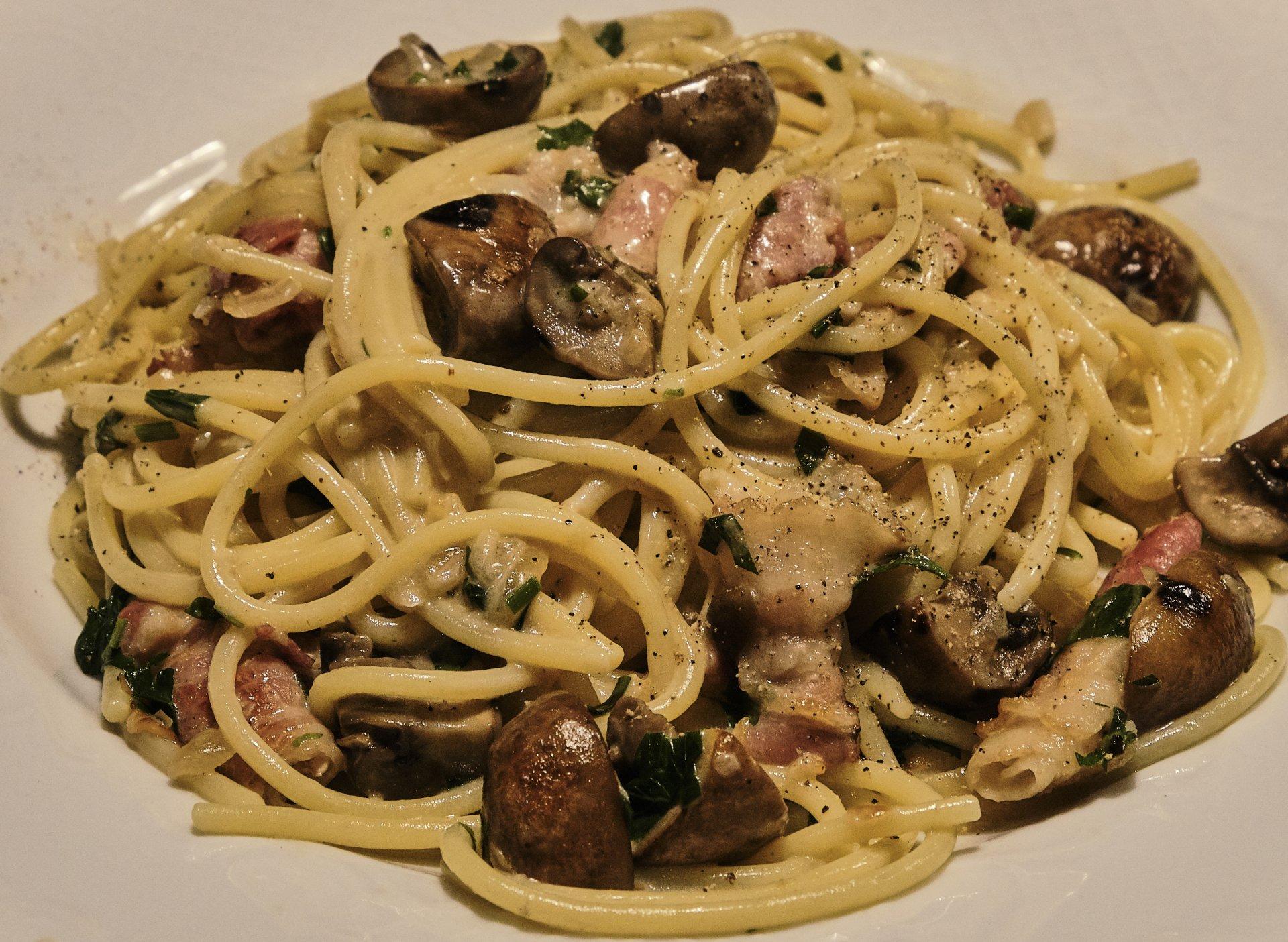 Spaghetti mit Pilzen u. Speck 3.jpg